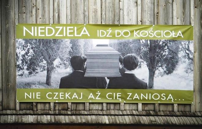 Banner na kościele w Lgocie Wielkiej Fot. Wojciech Bojdo / radiolodz.pl