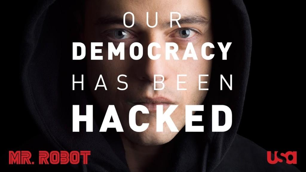 """Plakat serialu Mr. Robot z widoczną głową głównego aktora z napisem """"Our Democracy Has Been Hacked"""""""
