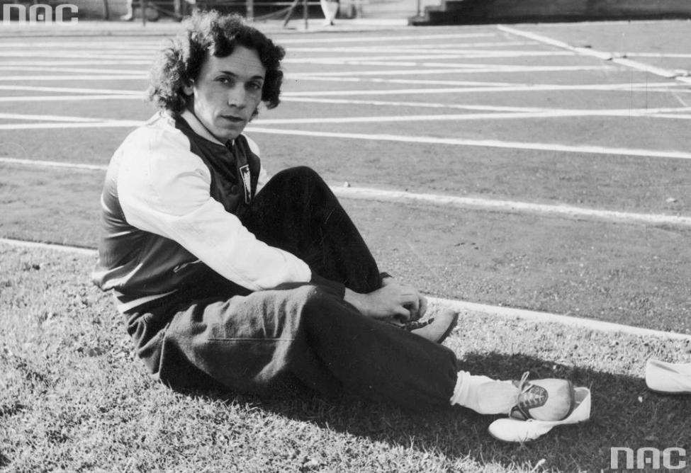 Stanisława Walasiewicz, mistrzyni olimpijska. Została zamordowana. Sekcja zwłok ujawniła, że była interseksualna.